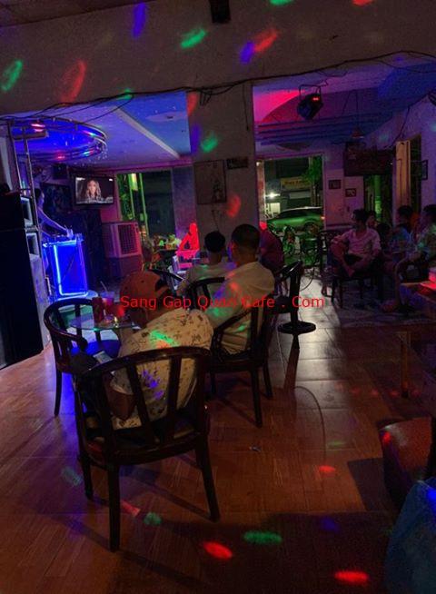 sang quán cafe DJ